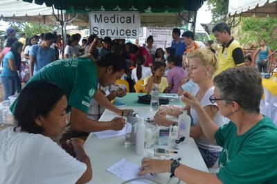 フィリピンで公衆衛生活動 現地でのメディカルキャンプの様子