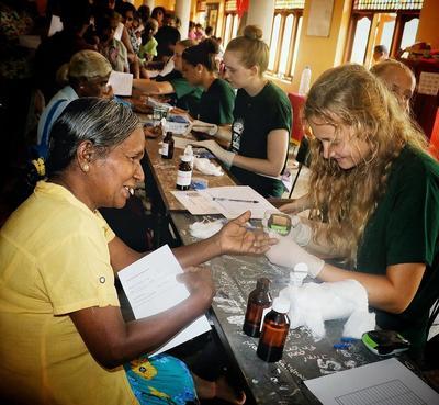 スリランカでがんばる公衆衛生インターンたち
