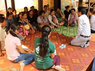 カンボジアでマイクロファイナンスプロジェクトに参加中のインターン