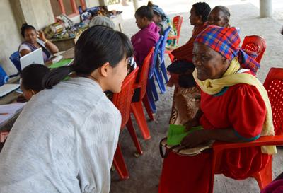 タンザニアでマイクロファイナンスプロジェクトに参加中の日本人インターン