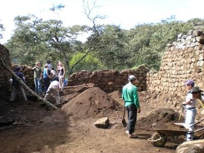 Archaeology and Geology Volunteers working in Peru