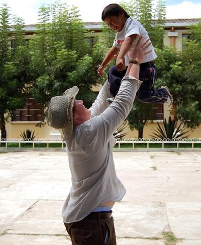 Professional Social Worker working with child in Bolivia