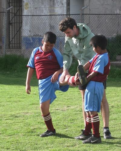 Professional volunteer training students in physical education class in Peru
