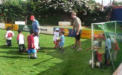 ボリビア、サッカー技術を伝授するプロジェクトアブロードボランティア