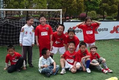 中国、サッカーチームをコーチするプロジェクトアブロードボランティア