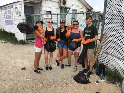 中米ベリーズでスポーツを教えながら環境教育に貢献!ビーチ清掃を行ったボランティアたち