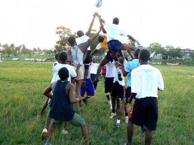 ガーナで子供たちにラグビーを教え、スキル向上とラグビー普及に貢献する海外ボランティア