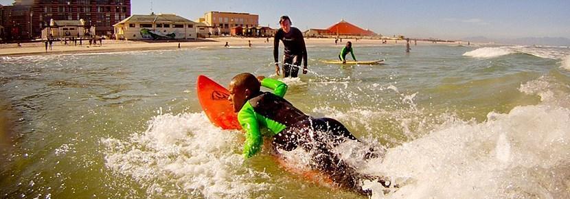 発展途上国で、サーフィンを教えよう