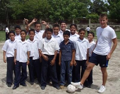 コスタリカ、サッカーチームを率いるコーチ