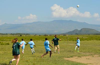 アフリカの大地でサッカー 体育を教える海外ボランティア