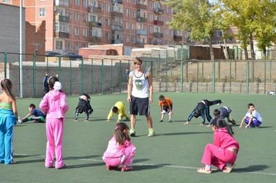 モンゴル、スポーツプロジェクト、女性ととスポーツをするプロジェクトアブロードボランティア