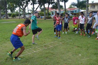 フィリピンでスポーツを教える海外ボランティア