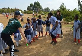 アフリカでスポーツコーチの海外...