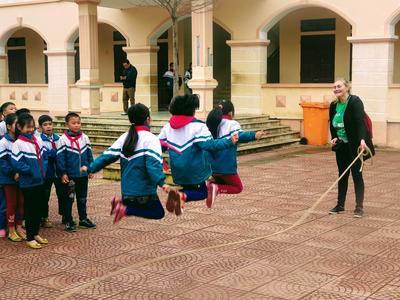 東南アジアのベトナムで体育を教える海外ボランティア