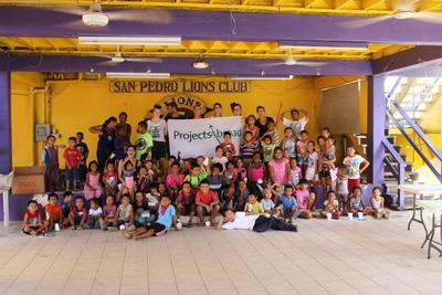 ベリーズで海外ボランティア 教育ボランティアと子供たち
