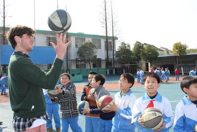 中国で学校教育に貢献する海外ボランティア スポーツの授業の様子