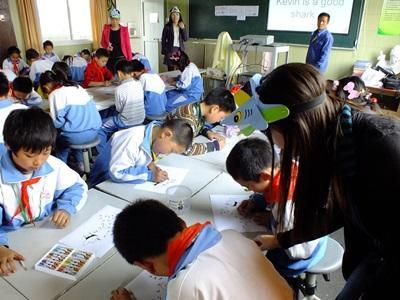中国、サメの生態について学校で教えるプロジェクトアブロードボランティア