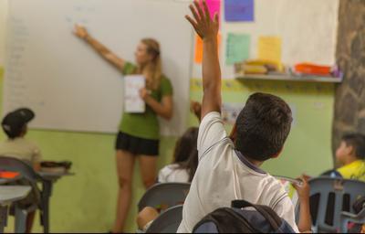 エクアドルで海外ボランティア 現地の子供たちに英語教育