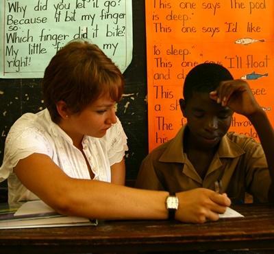 ジャマイカ、一対一で指導するプロジェクトアブロードボランティア