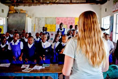 ケニアで英語を教える海外ボランティア 授業の様子