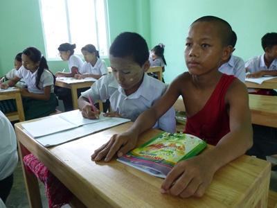 プロジェクトアブロード教育ボランティア 修道院学校のクラスの様子