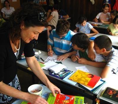 ルーマニア、図工をするプロジェクトアブロードボランティア