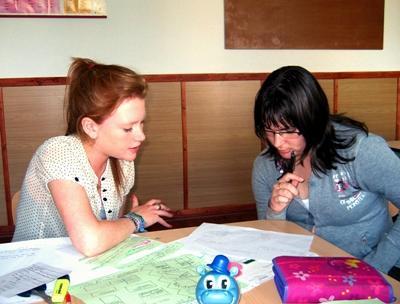 ルーマニア、学校で活動する教育プロジェクトボランティア