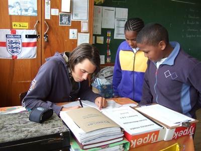南アフリカ、教育プロジェクト、クラスを手伝うプロジェクトアブロードボランティア