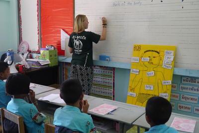 タイで英語教育に貢献するボランティア 子供たちに基礎英語を教えるプロジェクトアブロードの教育ボランティア
