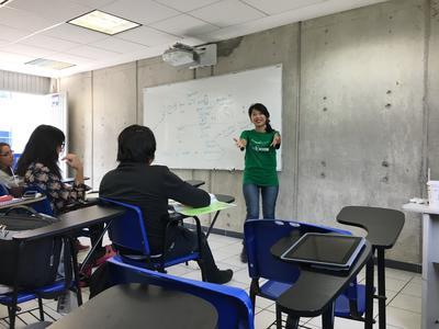 メキシコで日本語を教える日本人ボランティアの様子