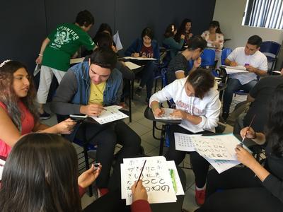メキシコの大学生にひらがなを教える日本語教師ボランティア