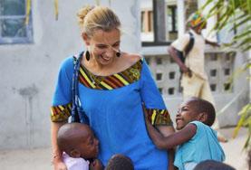 アフリカ、ケアプロジェクトで子どもと遊ぶプロジェクトアブロードボランティア