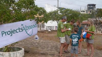家族みんなで海外ボランティア ボランティア一家の現地での様子