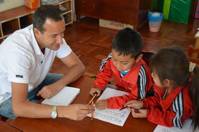 ペルーでチャイルドケア 教室でのアクティビティーの様子