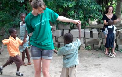 ガーナで冬休みに海外ボランティア 現地の子供たちのケア&コミュニティ奉仕活動