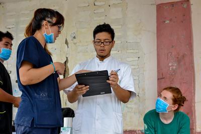 夏休みに、フィリピンで医療海外インターンシップ中の日本人インターン