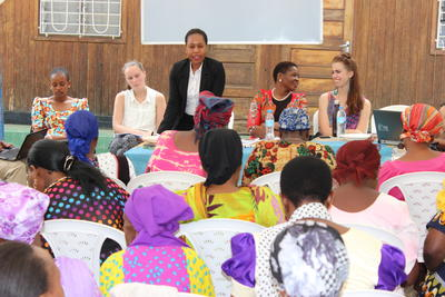 夏休みにタンザニアで人権保護の海外インターンシップ 女性の権利についてのワークショップの様子