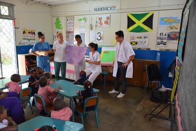 社会人の夏休み海外ボランティア ジャマイカで医療アウトリーチ活動に貢献