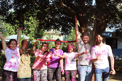 ネパールで短期海外ボランティア中の大学生たち