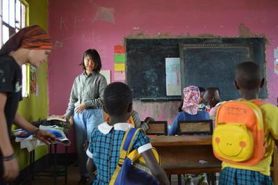 東アフリカのタンザニアで学校教育に貢献する日本人ボランティア
