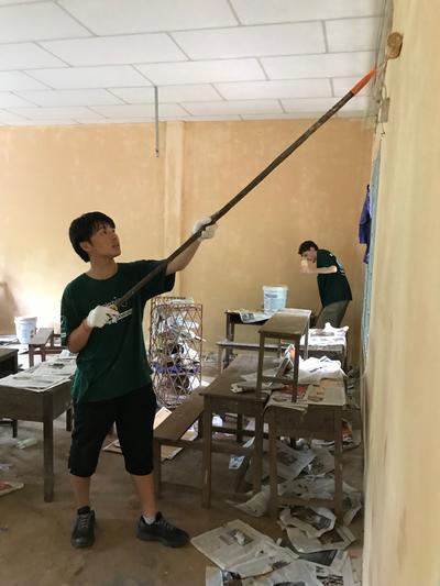 カンボジアの高校生スペシャルで学校の壁を塗りなおしたコミュニティ活動