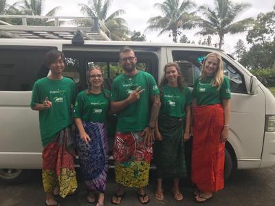 4週間、様々な国から集まって環境保護活動を行ったボランティアたち