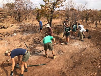 南アフリカの環境保護活動で協力したボランティアたち