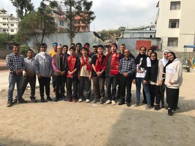 ネパールでの建築ボランティア活動をともに行った仲間たち