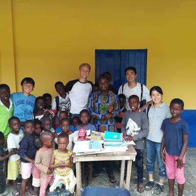 デイケアセンターでガーナの子どもたちと触れ合ったボランティアたち